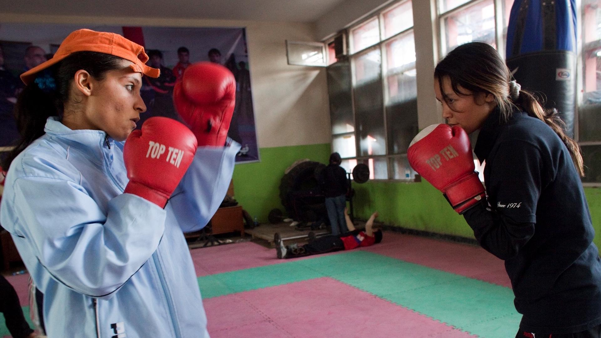 Boxinggirls still02